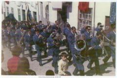 1972 Banda de Loriga arruada em Loriga porta Zé Luzia